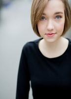 Julia Sarah Stone  nackt
