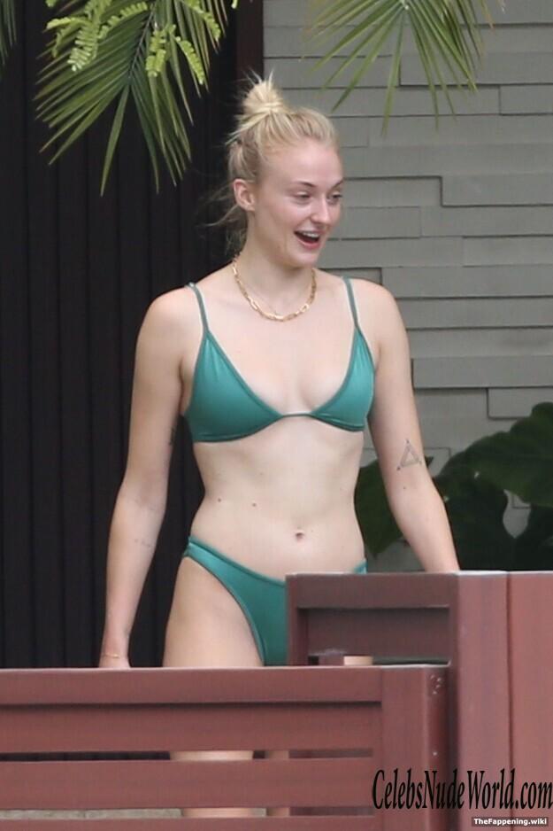 Nude sophie pics turner Sophie Turner