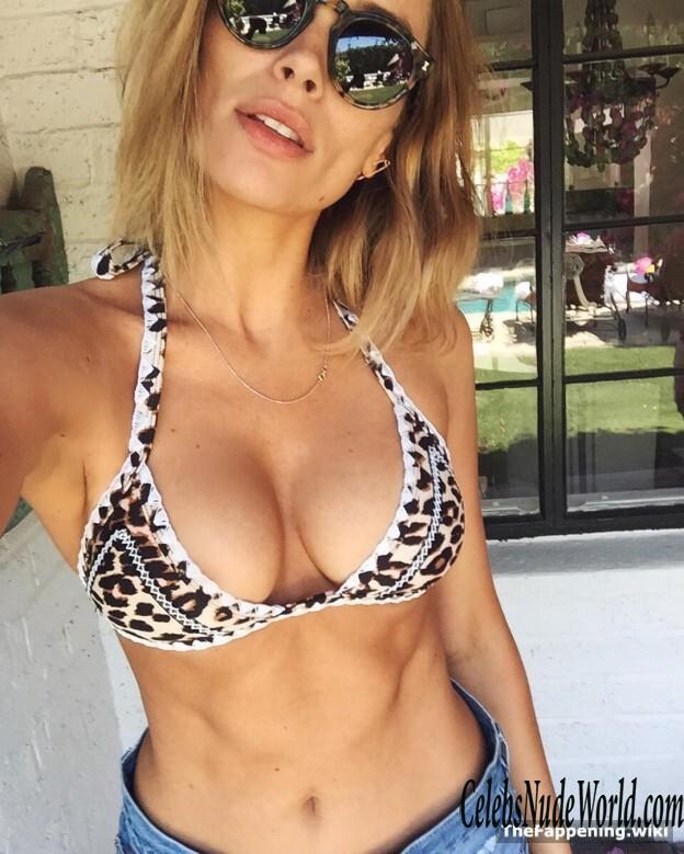 Arielle Vandenberg Nude