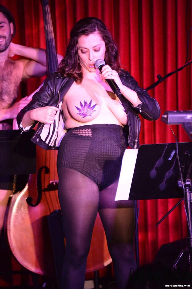 Rachel Bloom Nude