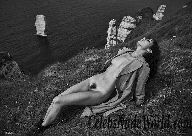 Nackt  Emilie Payet Emilie Payet
