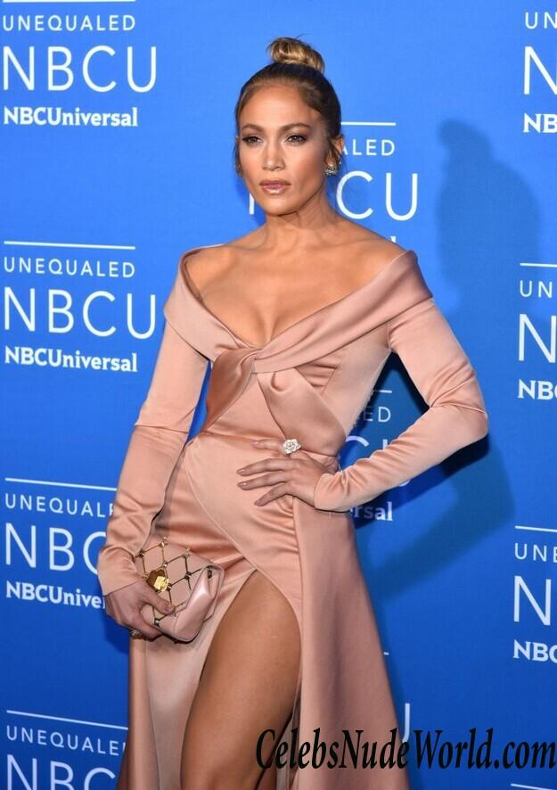 Lopez upskirt jennifer Jennifer Lopez