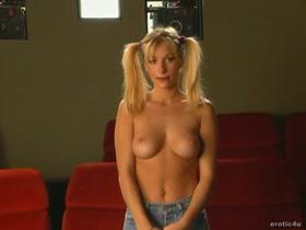 Zoe Paul  nackt