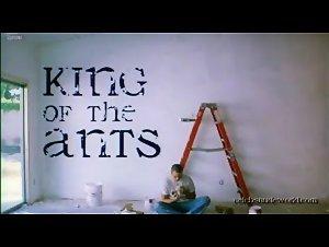 Kari Wuhrer - King of the Ants (2003) 4