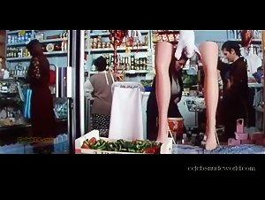 Laura Mana , Mathilda May - La teta y la luna (1994) 2