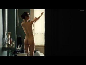 Natalia Verbeke - Les femmes du 6e etage (2010) 2