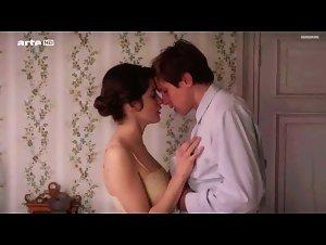 Rebecca Marder - Deux (2015)
