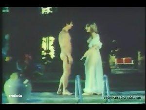 Rebecca Brooke - Les mille et une perversions de Felicia (1975) 2