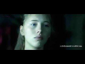 Isild Le Besco - Sade (2000) 2