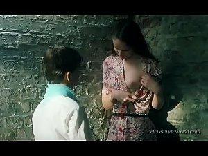 Pauline Foulon , Sara-Jeanne Drillaud - L'enfant du pays (2003)