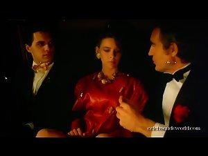 Carole James , Sandra Wey - Histoire d'O: Chapitre 2 (1984) 2