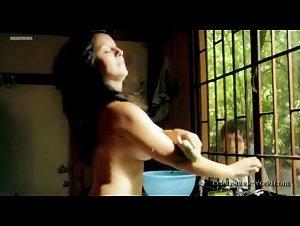 Carolina Escobar - En las afueras de la ciudad (2012) 2