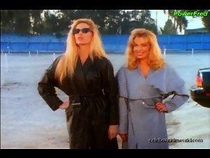 Deborah Dutch , Toni Lynn - Bikini Drive-In (1995)