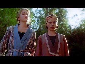 Elle MacPherson , Kate Fischer - Sirens (1993)