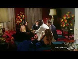 Ely Galleani , Koike Mahoco , Laura Gemser - Emanuelle nera: Orient reportage (1976) 2