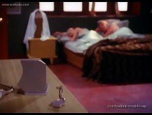 Holly Sampson - Emmanuelle 2000: Emmanuelle Pie (2003) 3