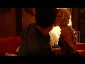 Kate Micucci , Malin Akerman - Easy (2016)
