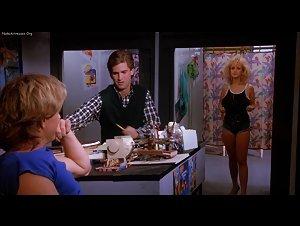 Bobbi Pavis - Malibu Bikini Shop (1986)