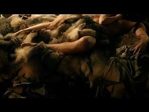 Emilia Clarke - Game of Thrones (2011) 2