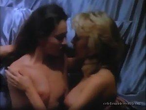 Leslie Stefanson  nackt