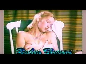 Alexis Dziena - Broken Flowers (2005) 2