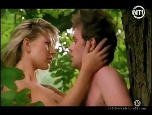 Diosa in Dangereux desirs (2001) 2