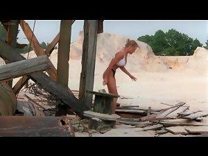 Erika Eleniak - Chasers (1994)