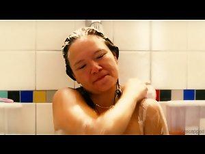 Jennifer Podemski , Michelle Williams , Sarah Silverman , Unknown Girls - Take This Waltz (2011)