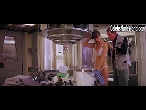 Pays nude amanda Amanda Pays