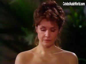 Marika Dominczyk  nackt